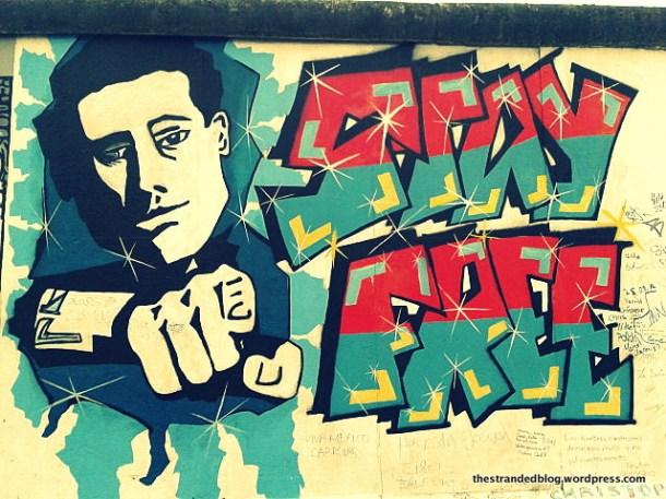 stay free murales muro di Berlino